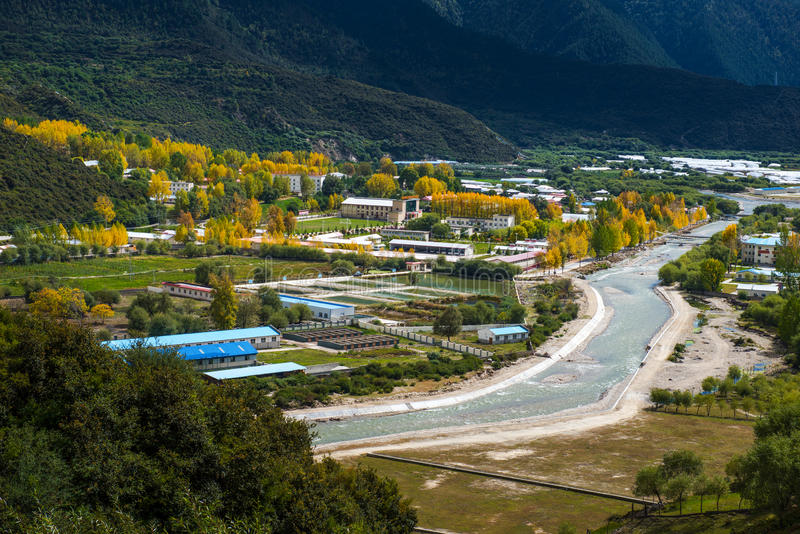 Красивый пейзаж: Путешествовать в Тибете стоковое изображение rf