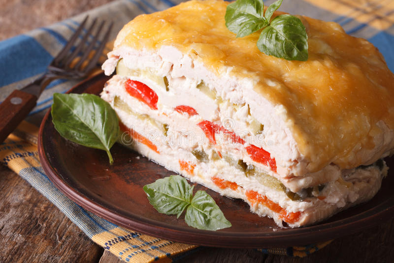 Красивый пирог цыпленка с овощами, горизонтальными стоковые фотографии rf