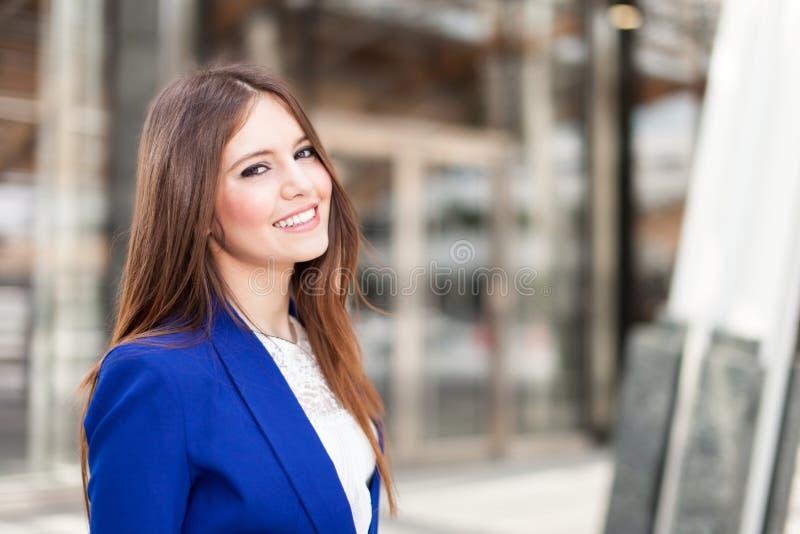 Download Красивый портрет женщины стоковое изображение. изображение насчитывающей коммерсантка - 37929063