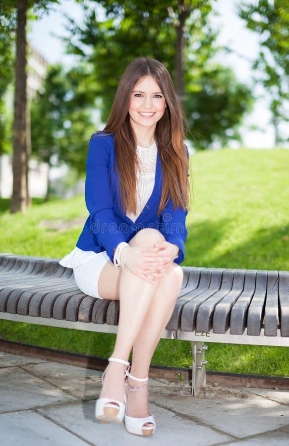 Download Красивый портрет женщины стоковое фото. изображение насчитывающей предприниматели - 37930304