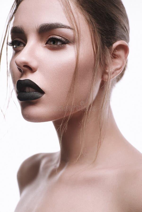 Красивый портрет молодой женщины с креативным макияжем стоковые изображения