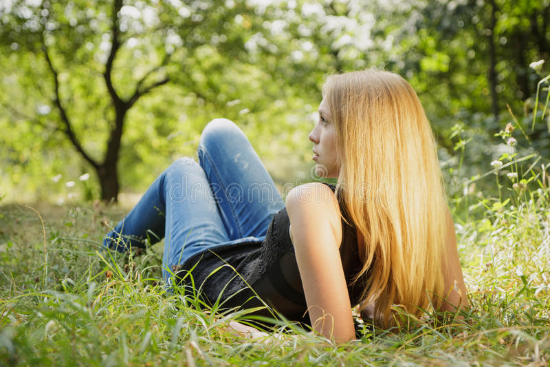 Красивый портрет молодой женщины стоковое изображение rf
