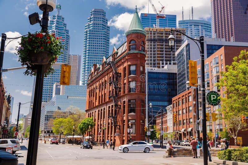 Красивый приглашая взгляд ландшафта города Торонто с старыми винтажными классическими зданиями стоковые изображения rf