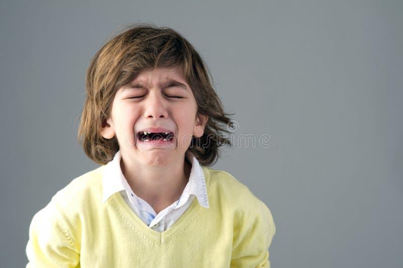 Красивый плакать маленького ребенка стоковые фото