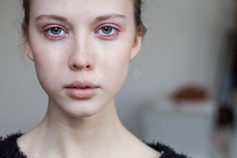 Красивый плакать маленькой девочки стоковая фотография