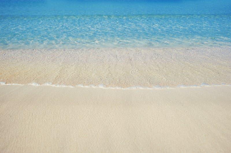 Красивый пляж песка моря в Дубай с водой бирюзы стоковая фотография