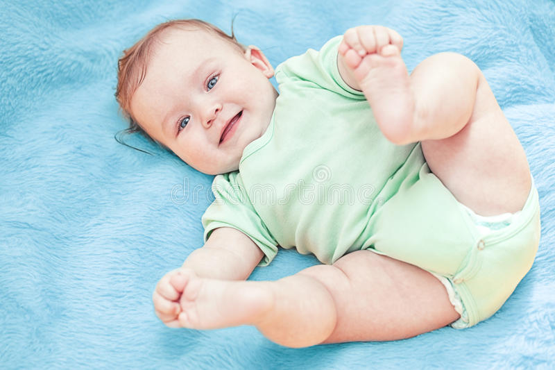Красивый ребёнок после ванны стоковое фото