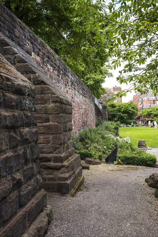 Красивый римский сад в Честере город графства Чешира в Англии стоковая фотография