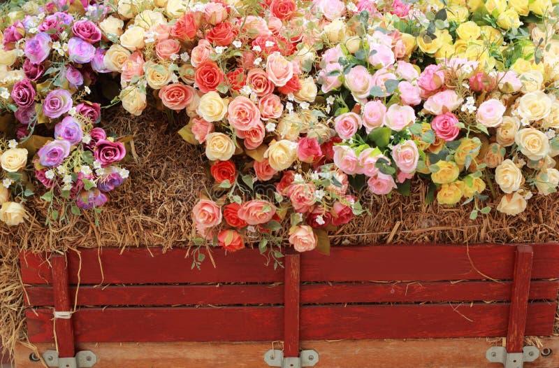 Download Красивый розовых искусственных цветков Стоковое Изображение - изображение насчитывающей флористическо, флора: 37926143