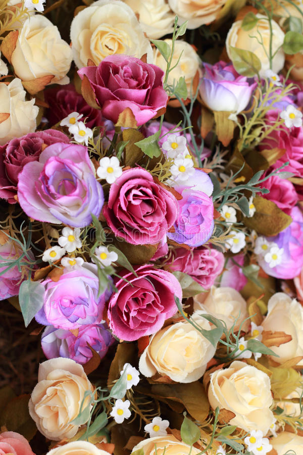 Download Красивый розовых искусственных цветков Стоковое Фото - изображение насчитывающей космос, бело: 37926152