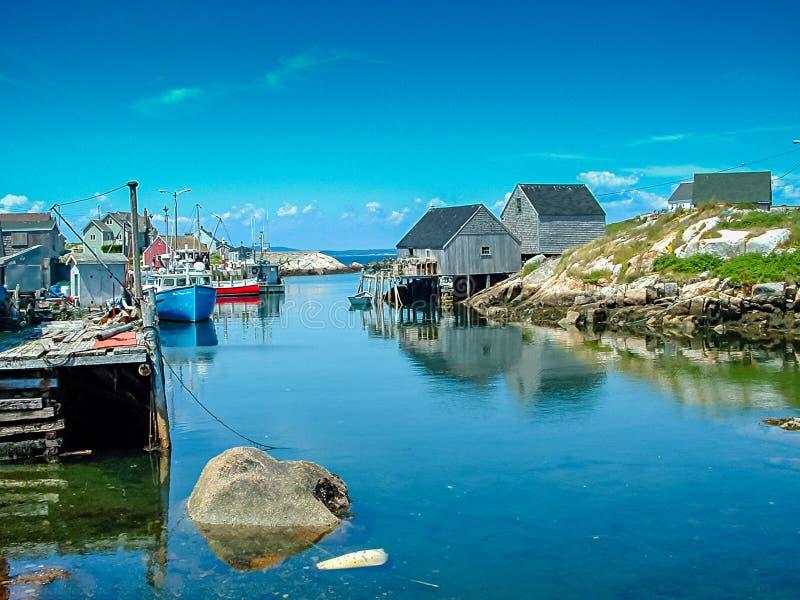 Красивый рыбацкий поселок около бухты Peggys, NS, Канады стоковые фото