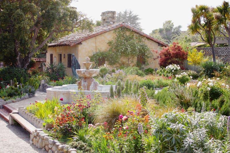 Красивый сад миссии Carmel, Калифорния стоковые фотографии rf
