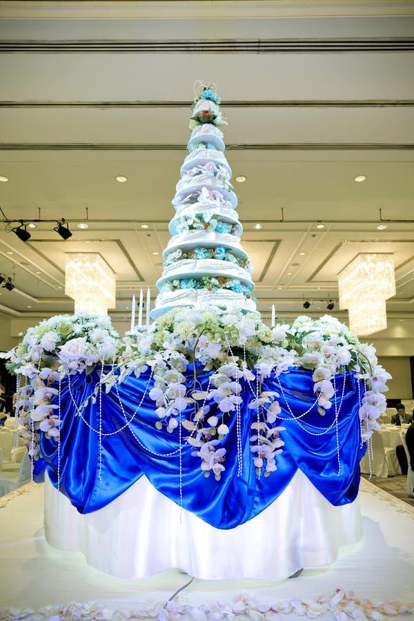 Красивый свадебный пирог в церемонии стоковое изображение