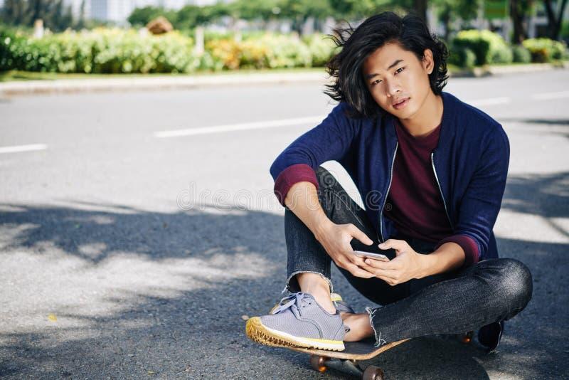 Красивый скейтбордист стоковое фото rf