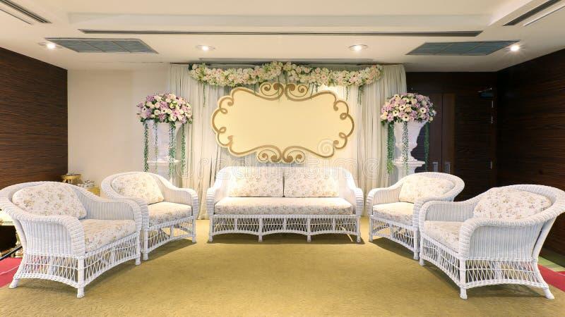 Красивый современный внутренний взгляд в сцене свадебной церемонии стоковые изображения