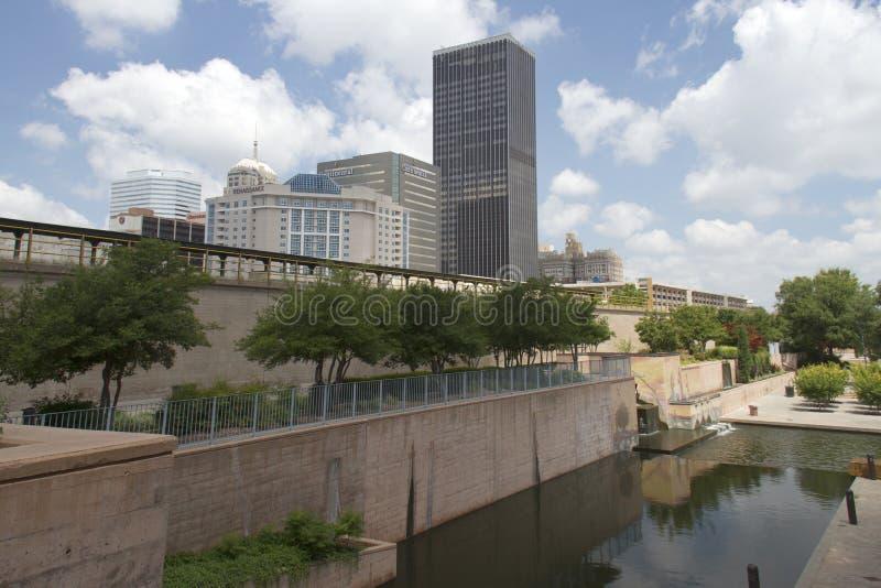 Красивый современный город Оклахома США стоковая фотография