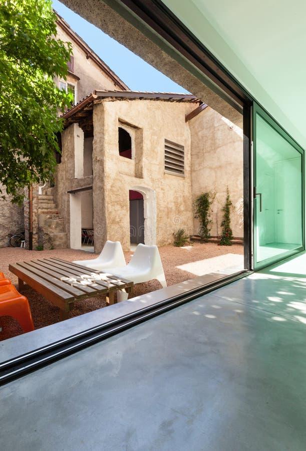 Красивый современный дом стоковое изображение