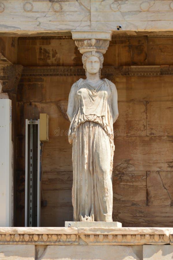 Красивый сфинкс на фасаде Erechtheum известном как кариатиды на Афинах Acroplis История, архитектура, перемещение, круизы стоковая фотография