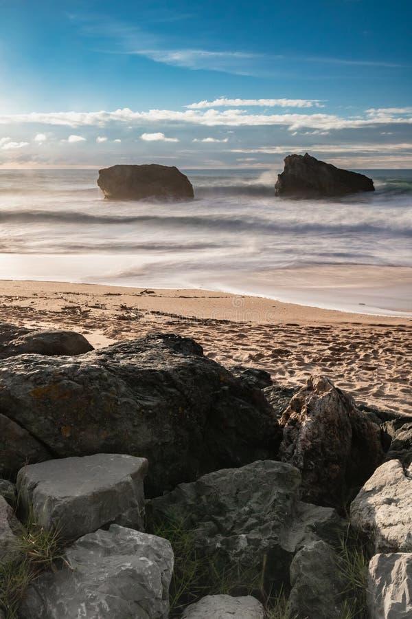 Красивый сценарный пляж milady в долгой выдержке летом, Биарриц, Баскония, Франция стоковое изображение