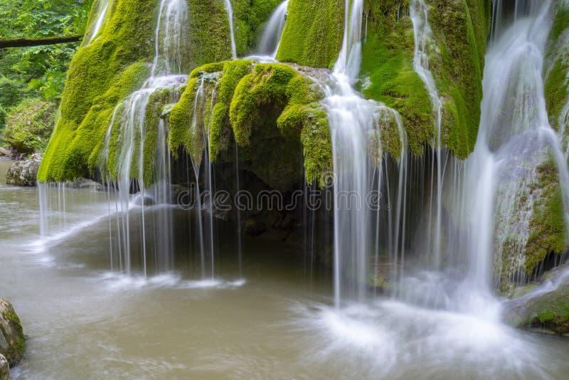 Красивый уникально водопад Bigar в Румынии стоковые фотографии rf