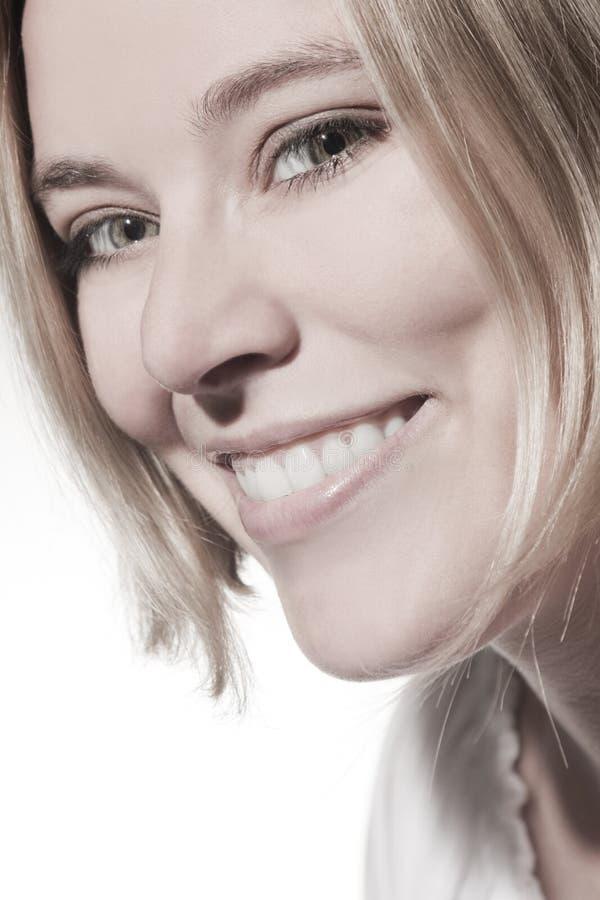 Красивый усмехаться женщины стоковое изображение