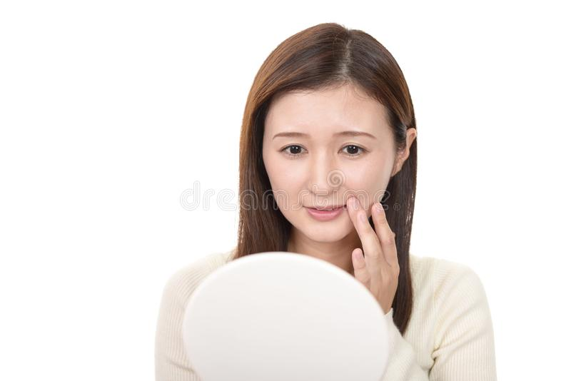 Красивый усмехаться молодой женщины стоковое фото rf