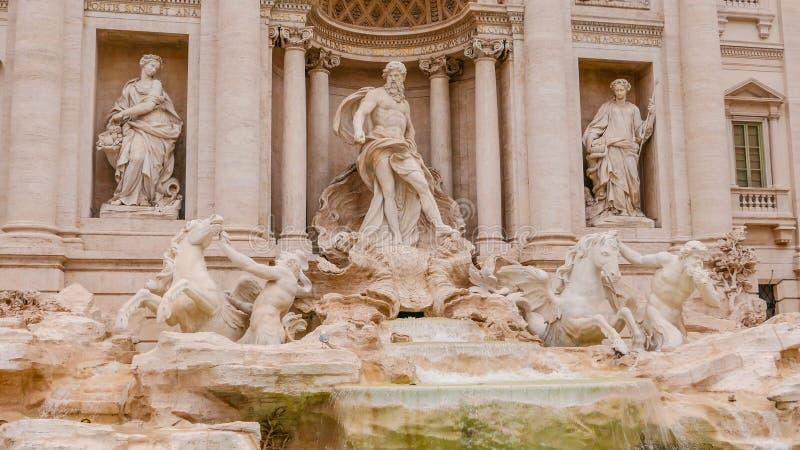 Download Красивый фонтан Trevi в Риме - известном ориентир ориентире Стоковое Изображение - изображение насчитывающей городок, sightseeing: 81808955