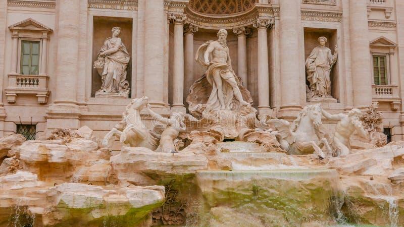 Download Красивый фонтан Trevi в Риме - известном ориентир ориентире Стоковое Фото - изображение насчитывающей зодчества, движение: 81808958