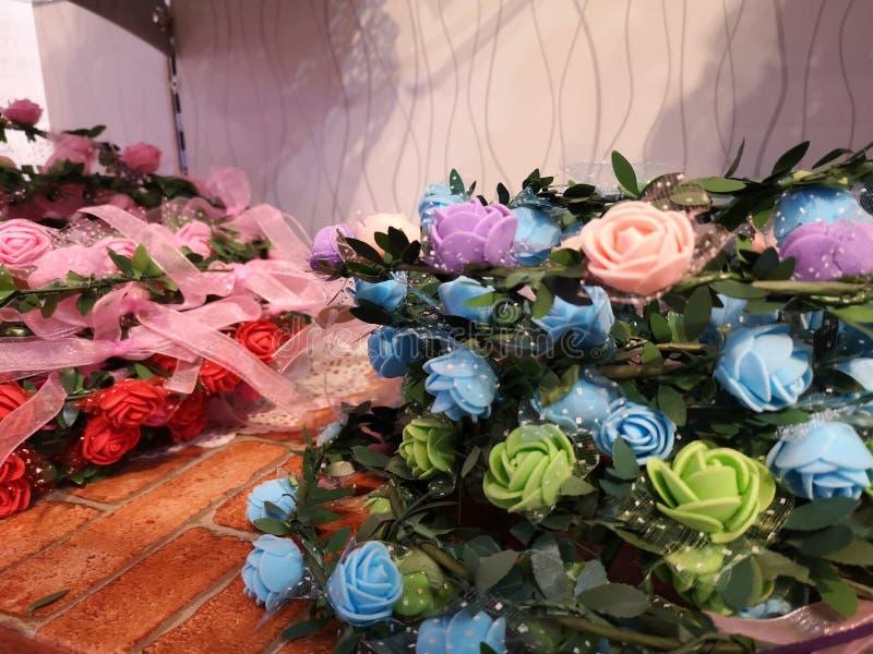 Красивый цвет для искусственного дисплея роз для дома и дизайна интерьера стоковая фотография rf