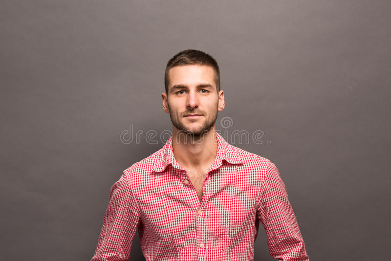 Красивый человек в студии стоковое изображение rf