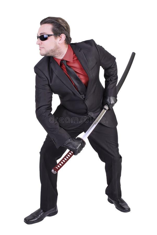 Красивый человек держа шпагу katana стоковое изображение