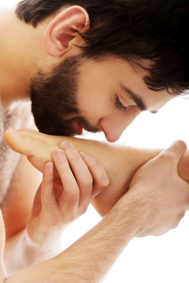 Целовать ноги женщины #13