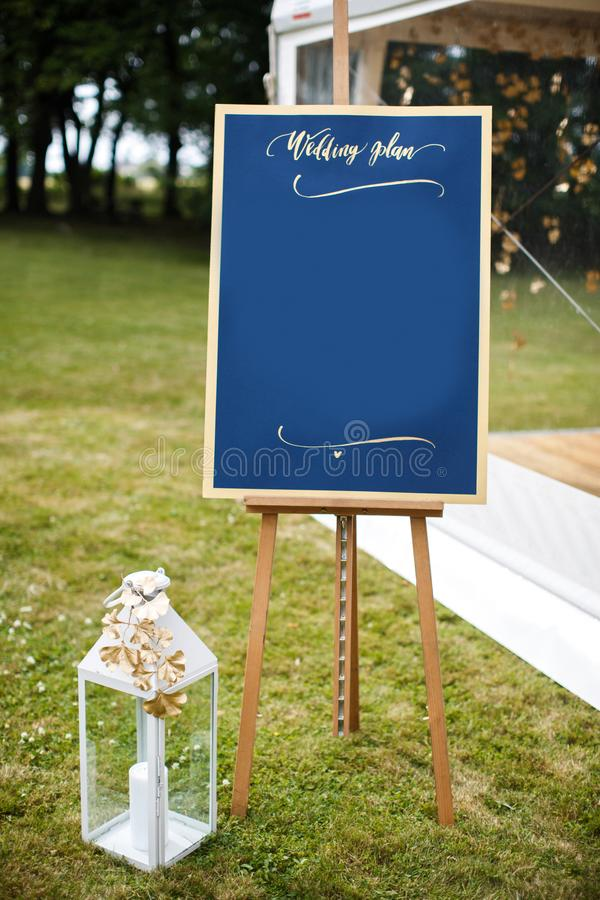 Красивый элегантный стильный список таблицы гостя свадьбы стоковое фото rf