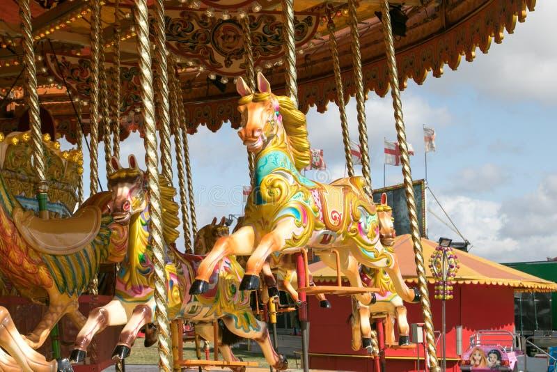 Красивый carousel золота на паре Дорсета справедливом стоковые изображения