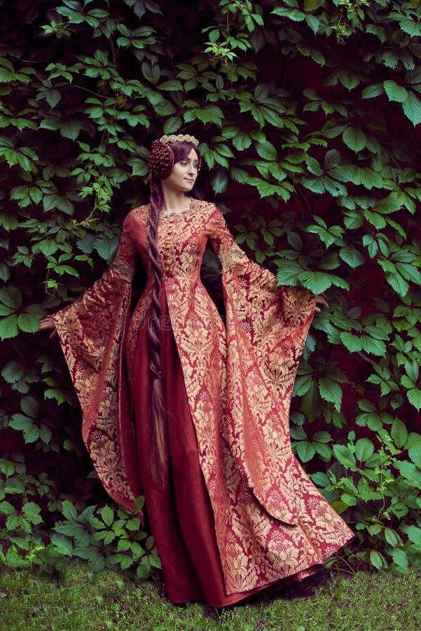 Красивый Isabella Франции, ферзь Англии на периоде средних возрастов стоковые изображения rf