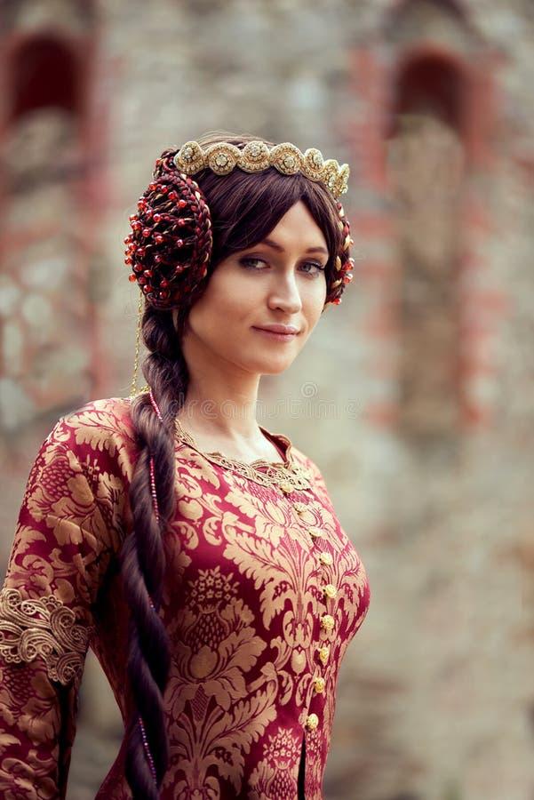 Красивый Isabella Франции, ферзь Англии на периоде средних возрастов стоковые фото
