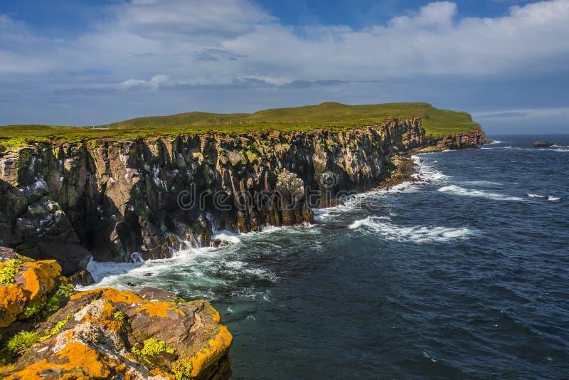 Красивый seashore острова близрасположенной Исландии Grimsey, временени стоковое изображение rf