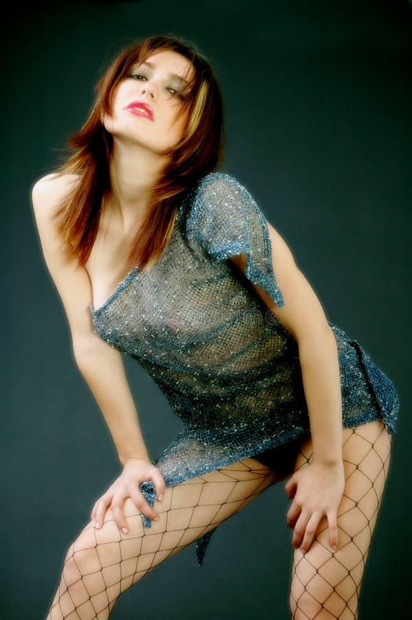 красит сексуальную женщину молодой стоковые изображения rf