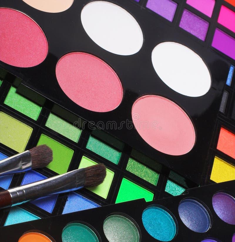 Download красит Eyeshadows косметик различные профессиональным Стоковое Фото - изображение насчитывающей посмотрите, контейнер: 40581478