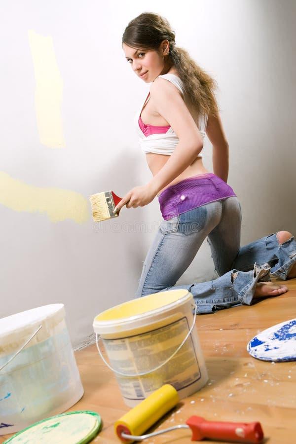 краска девушки щетки стоковые изображения rf