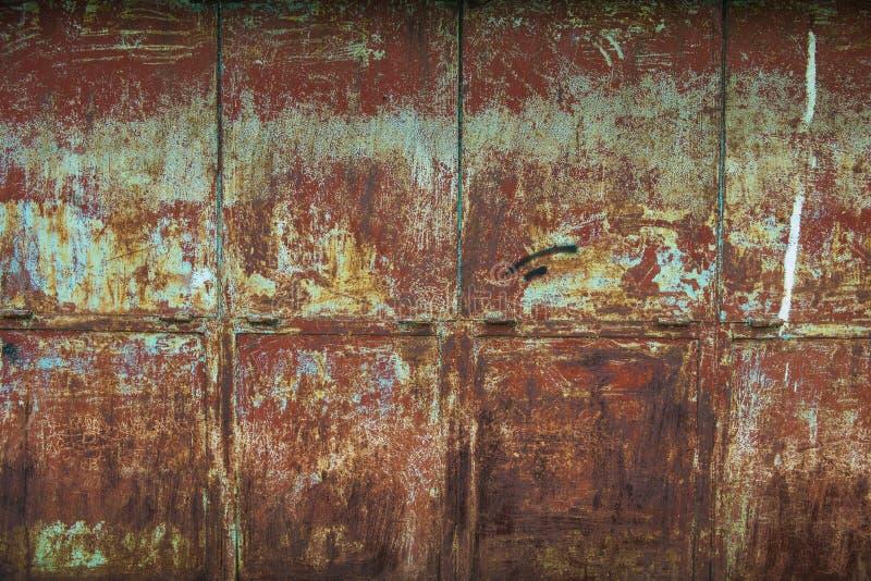 краска металла предпосылки слезая ржавую белизну текстуры стоковые фото
