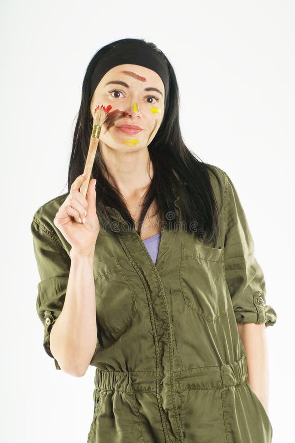 Краски девушки housework сторона в краске стоковые фотографии rf
