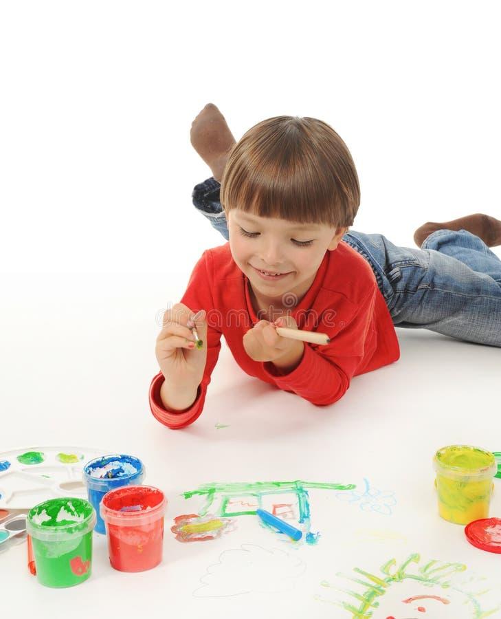 краски мальчика маленькие стоковое изображение rf