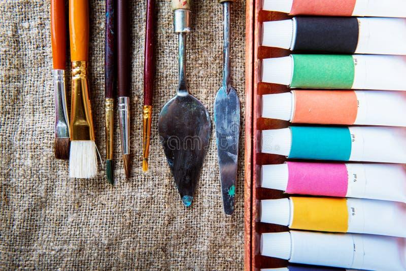Краски масла, палитра стоковые изображения