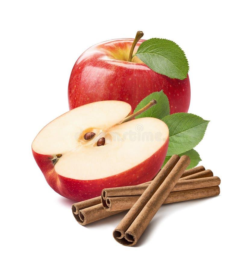 Красная вертикаль ручек циннамона яблока изолированная на белизне стоковые фотографии rf