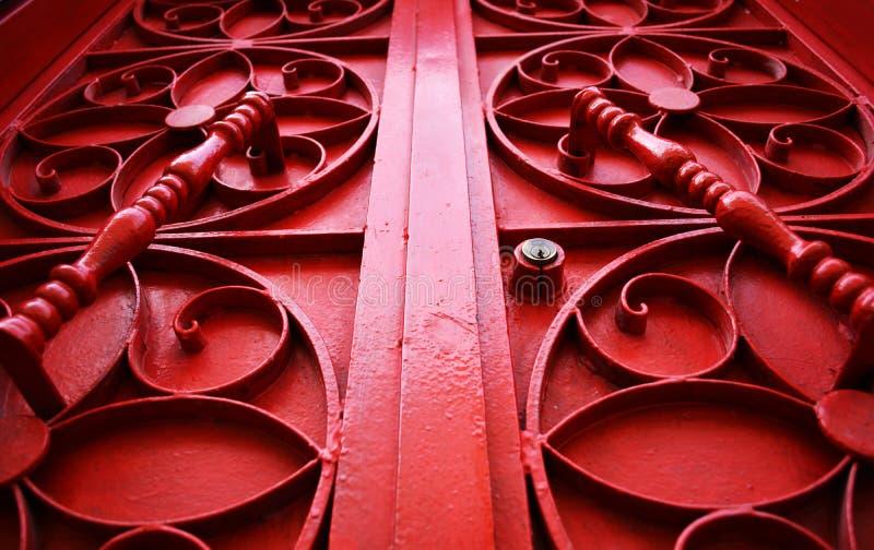 Красная дверь года сбора винограда металла стоковое фото rf