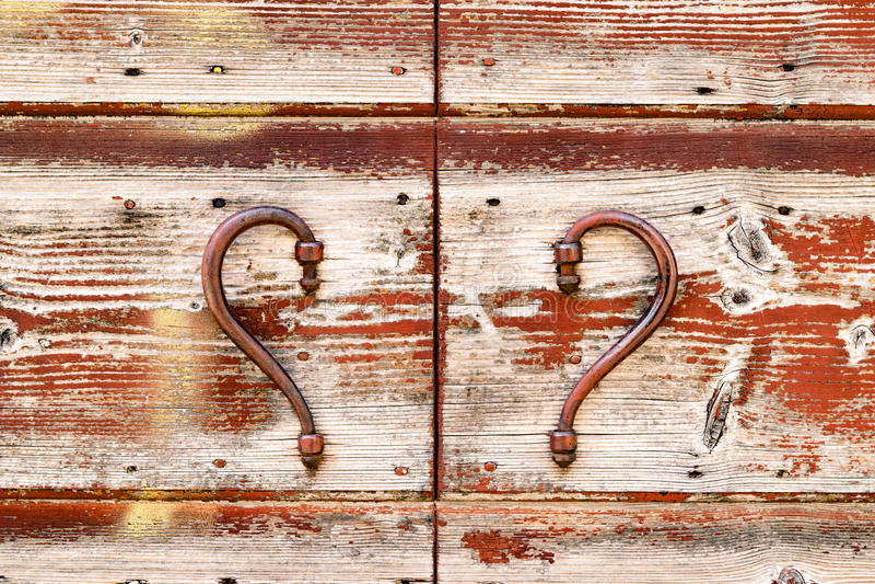 Красная винтажная деревянная деталь двери стоковое фото rf