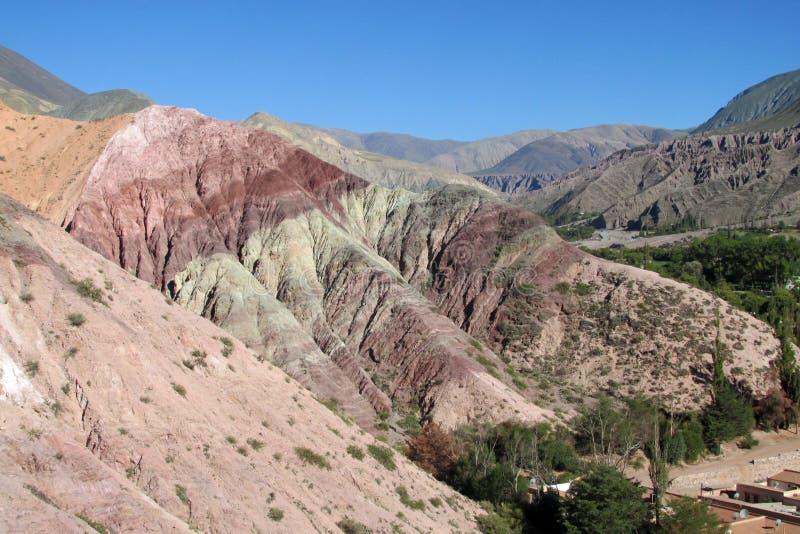 Красная гора в Quebrada de Humahuaca стоковые фотографии rf