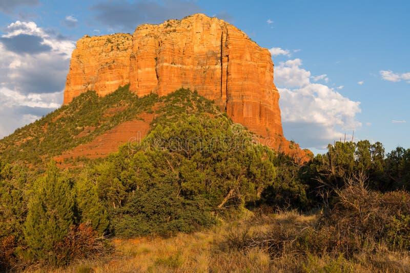 Красная горная порода песчаника утеса накаляет золото в свете захода солнца стоковая фотография rf