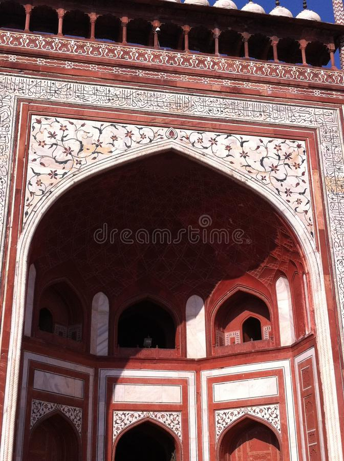 Красная дверь Тадж-Махала стоковое изображение